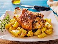Рецепта Вкусен бавно печен свински джолан по чешки с картофи и бира